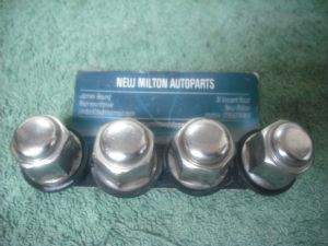 4 X GENUINE HYUNDAI GETZ CHROME WHEEL NUTS